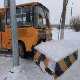 Автобус наехал на бетонный блок в Актобе