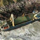 Шторм Деннис вынес к берегам Ирландии «корабль-призрак»