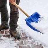Подрядчик задерживает выплату уборщикам снега в Павлодаре