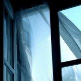 Из окна на пятом этаже выпала пятилетняя девочка в Темиртау
