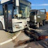 КамАЗ врезался в автобус в Нур-Султане: пострадали 13 пассажиров