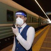 Казахстанцев просят брать с собой в поезда маски, перчатки и антисептики