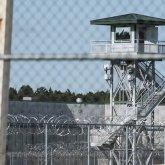 Тысячи заключенных продолжают освобождать из тюрем в США из-за COVID-19