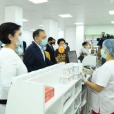 Ералы Тугжанов посетил областную больницу и аптеки в Кызылорде