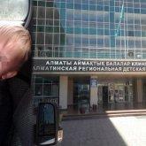 «Почему такое равнодушие?»: родители умершего мальчика возмущены бездействием полиции