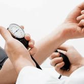 Простой способ снизить давление назвали ученые