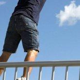 Мужчина сбросился с пешеходного моста в Алматы