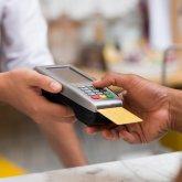Чужими банковскими картами расплатились в магазинах жительницы СКО
