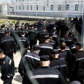 Педофилы и убийцы чуть не поубивали друг друга в тюрьме в Алматинской области