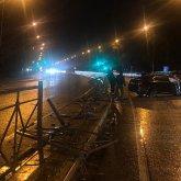 Водитель Lexus снес дорожное ограждение в Петропавловске