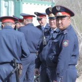 Президент поручил повысить зарплату казахстанским полицейским на 30%