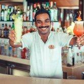 Многовековые устои пали: в ОАЭ разрешили алкоголь и сожительство