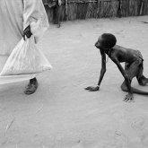 Рост детской смертности из-за пандемии предрекает ООН