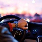 Жаловаться на таксистов без масок призывает казахстанцев Минздрав