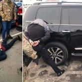 Бандиты в масках напали на автомобиль с людьми на трассе в Алматинской области
