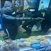 Четверо мужчин совершили налет на продуктовый магазин в Алматы