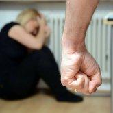 Переломы ребер, разрыв легкого: ревнивый муж жестоко избил жену