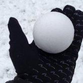 Алматинец избил подростков из-за попавшего в окно снега