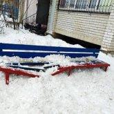 Глыба снега со льдом упала на ребенка в Уральске
