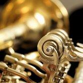 Работник атырауского центра культуры заложил в ломбард музыкальные инструменты
