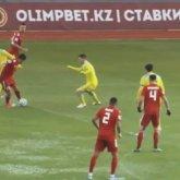 «Это издевательство»: футболисты раскритиковали новый стадион в Туркестане