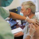 Вакцинация от коронавируса казахстанцев старше 65 лет начнется в апреле