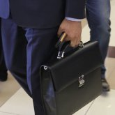 Еще одного казахстанского госслужащего уволили за двойное гражданство