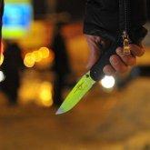 Мужчина беспричинно ударил ножом девушку в Алматы