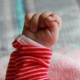 О судьбе найденной в подъезде двухмесячной девочки рассказали в Караганде