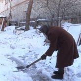 «Прошу, пожалуйста, помогите». Одинокую 86-летнюю павлодарку оштрафовали за неубранный снег