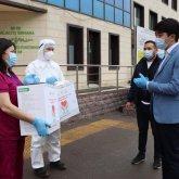 Самый молодой мажилисмен подарил кислородные концентраторы алматинской поликлинике