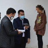 Депутат-нуротановец подарил планшеты 10 школьникам в Туркестанской области
