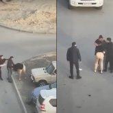 Мужчина схватил женщину за волосы и бил ее на глазах у прохожих в Актау