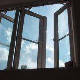 93-летний пенсионер выпал из окна многоэтажки в Экибастузе