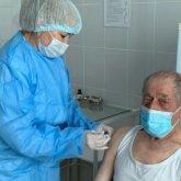93-летний житель Актюбинской области привился от коронавируса