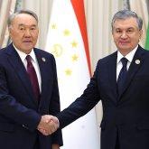 Назарбаев и Мирзиеев переговорили по телефону