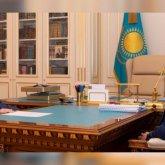 Продолжить работу по сокращению численности госслужащих поручил Президент