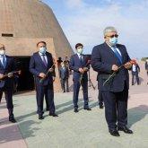 Госсекретарь РК почтил память жертв политических репрессий и голода