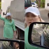 «Сейчас убирай или я кидаю!»: женщина грозила мужчине камнем на парковке в Алматы