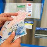 «Как был бардак на железных дорогах, так и остался»: казахстанцы возмущены ситуацией со скупленными билетами на Алаколь