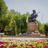 Крымбек Кушербаев принял участие в церемонии открытия памятника Дине Нурпеисовой