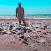 «Большая мусорная свалка». Блогер показал, во что превратился пляж после отдыхающих в Актау