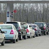 Огромная очередь за бензином попала на видео в Жанаозене