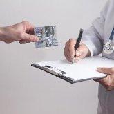 Медотвод от вакцинации: сколько стоит и где его продают?