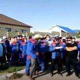 Работники энергоснабжающего предприятия требуют повышения зарплаты в Жанаозене