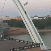 Ради лайков в TikTok трое парней залезли на арку моста в Нур-Султане