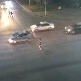 Верка Сердючка отдыхает: мужчина зажигательно станцевал для водителей в Нур-Султане