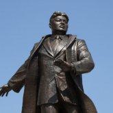 Памятник Жумабеку Ташеневу установили в Нур-Султане