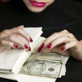Ограбила кавалера: знакомство в соцсетях обернулось для астанчанина потерей денег
