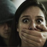 Вооруженный мужчина пытался украсть девушку в Алматинской области, инцидент сняли на видео